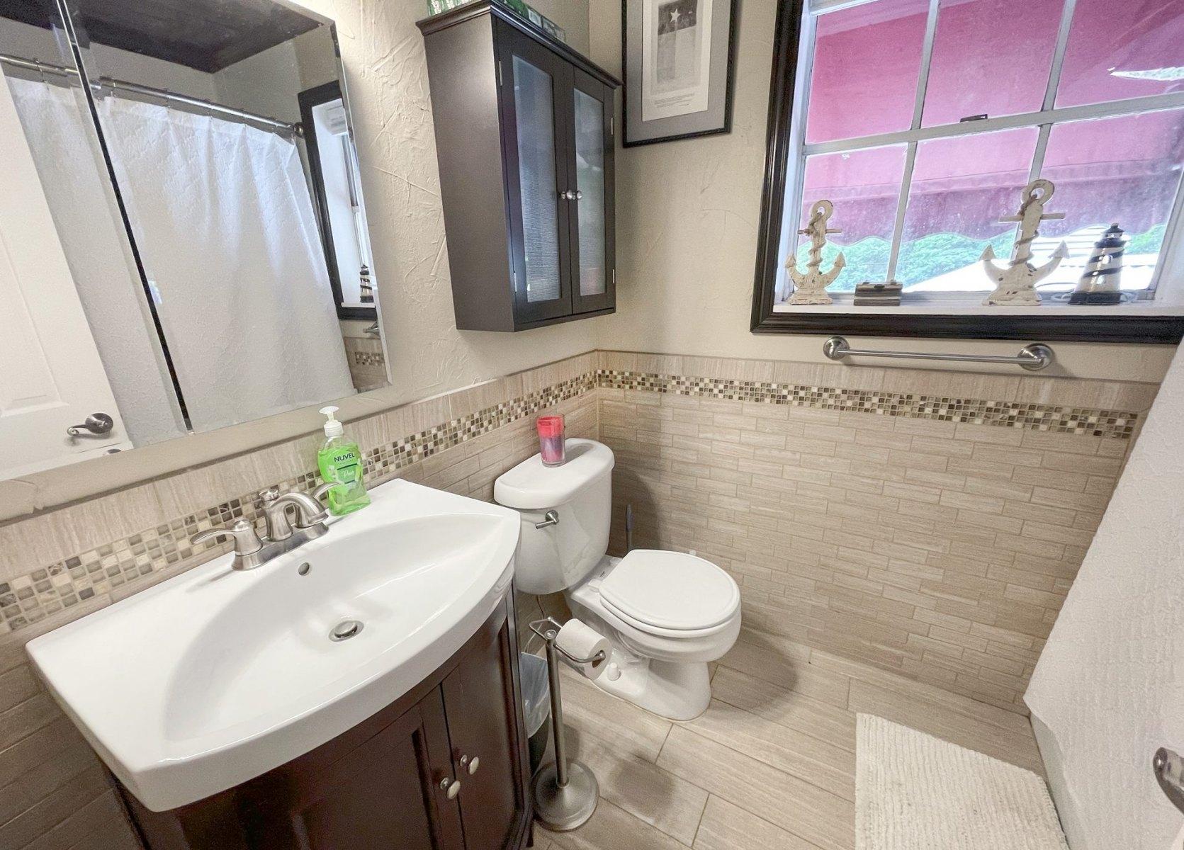 upstairs-bathroom-219wes