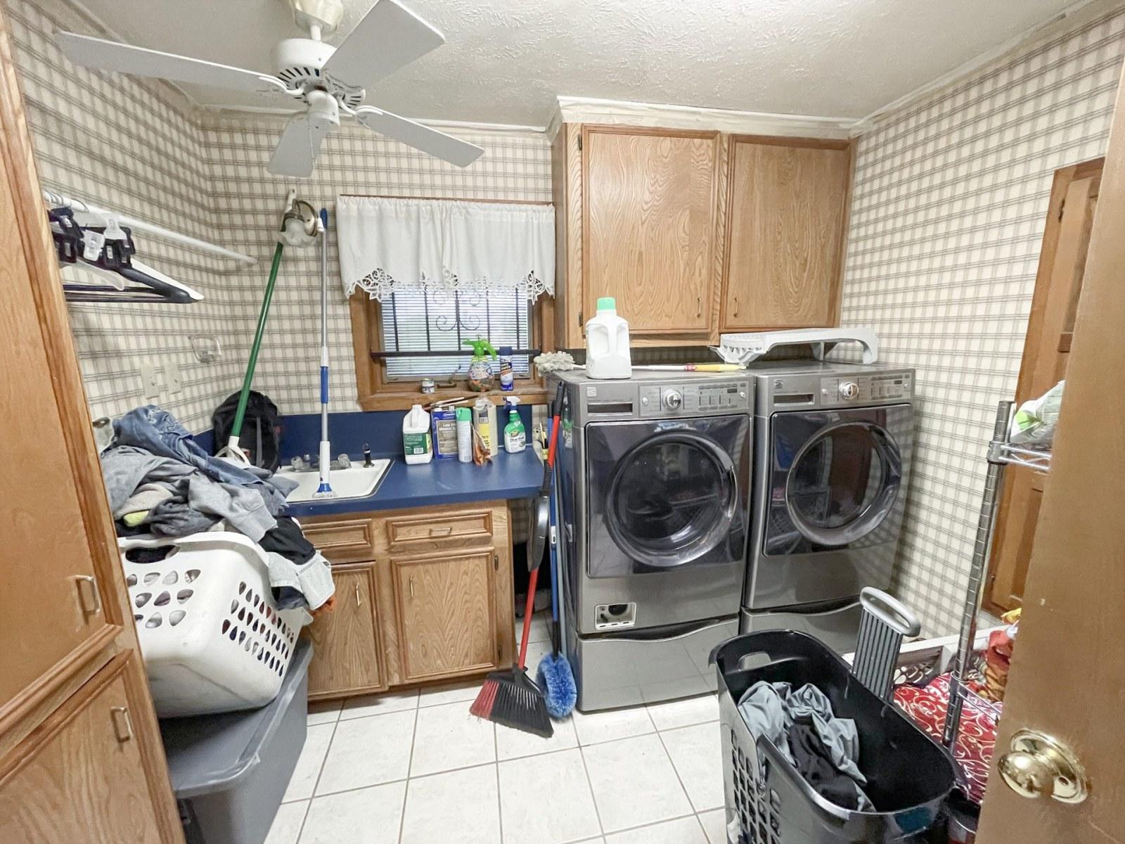 y-laundry-hwy84