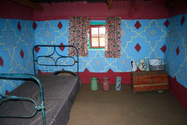 If your bedroom looks like this...you need paint in a bad, bad way!! *shudders*